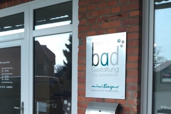 badgestaltungfensterbeschriftung7-iloveimg-resized-1D5750FF5-20E3-1D1D-CF56-EF966AB9B4A9.jpg