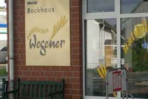 werbeschild-fensterbeschriftung-baeckerei-wegener-hameln-h600FEDAB688-1656-68CC-8EB4-489057309248.jpg