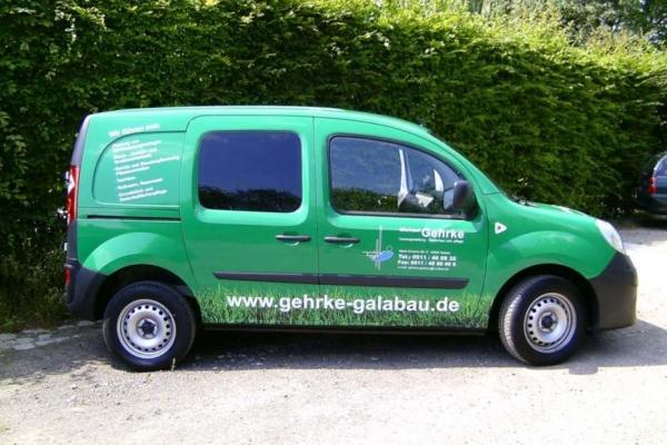 fahrzeugbeschriftung-gartenbau-gehrke-renault-01-h70027937A7B-9360-6FDD-2525-8A32C083CFDC.jpg