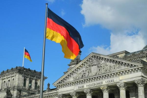 hissfahne-deutschlandfahne-reichstag35D35152-4522-F0F2-ABAD-395C41B35563.jpg