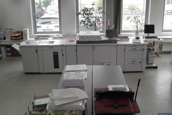 digitaldruck-arbeitsplatz-laserprinter-oben-h80086384893-E3C9-549B-155A-BF628E48E84D.jpg