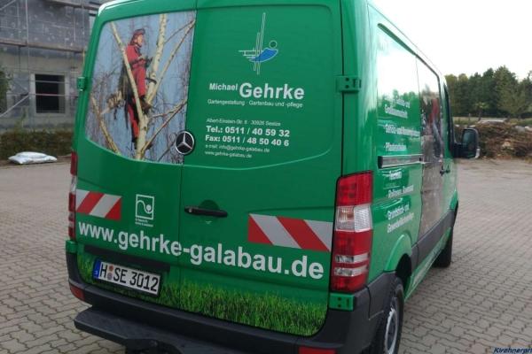fahrzeugbeschriftung-gartenbau-gehrke-db-hinten-02-h850AF263E5B-8B86-3805-F763-4F318628B01E.jpg